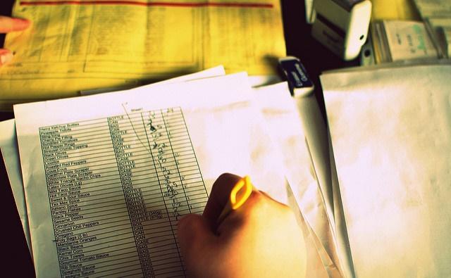 A hand holding a highligher pen